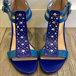 VINCE CAMUTO Two toned Blue T Strap/Evening Heels